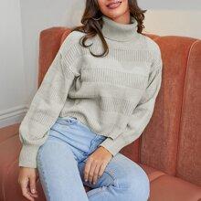 Pullover mit gerolltem Kragen und sehr tief angesetzter Schulterpartie