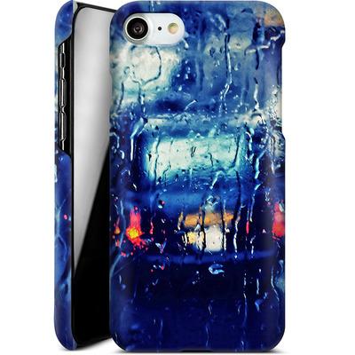 Apple iPhone 7 Smartphone Huelle - London Taxi In The Rain von Ronya Galka
