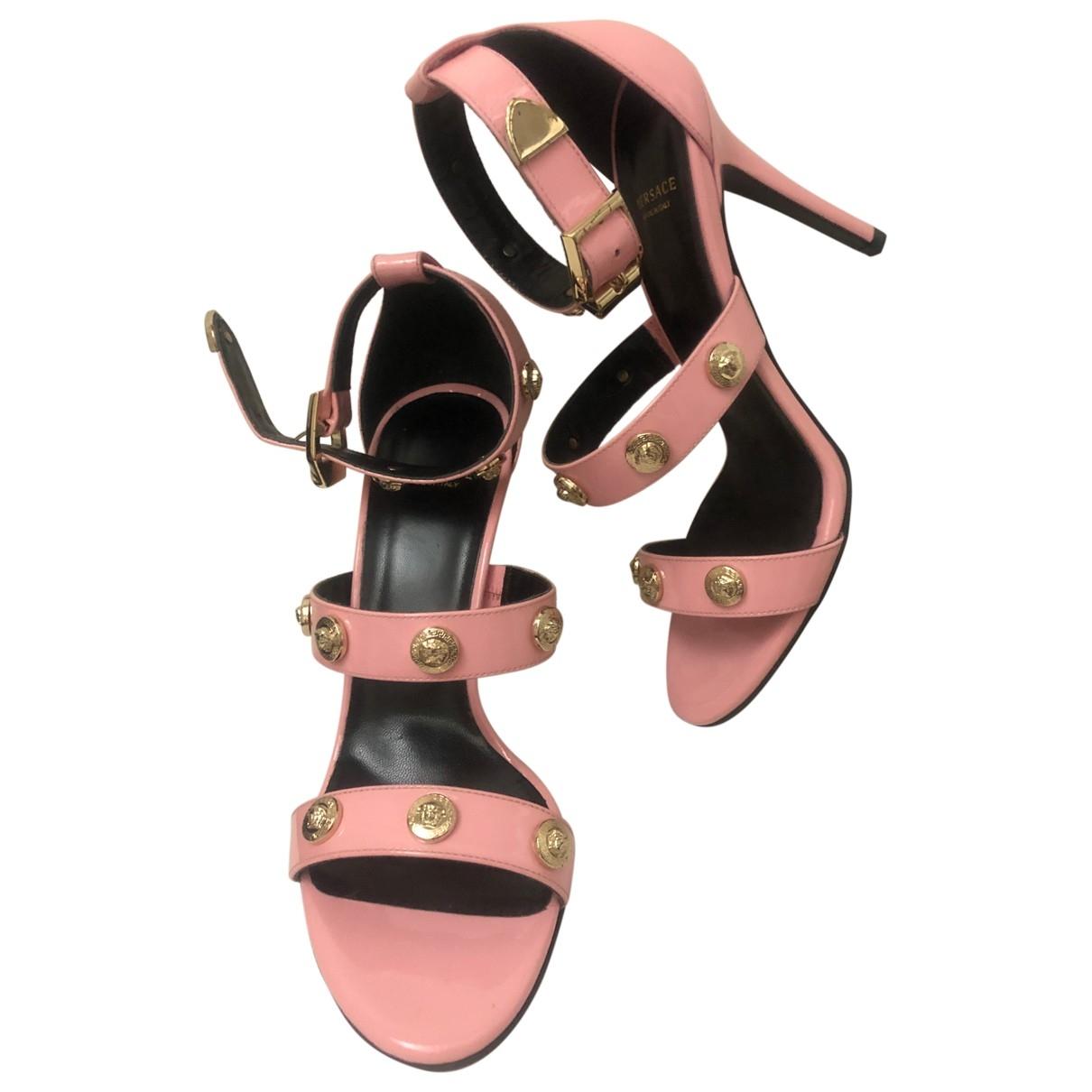 Sandalias de Charol Versace