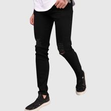 Einfarbige Jeans mit Riss