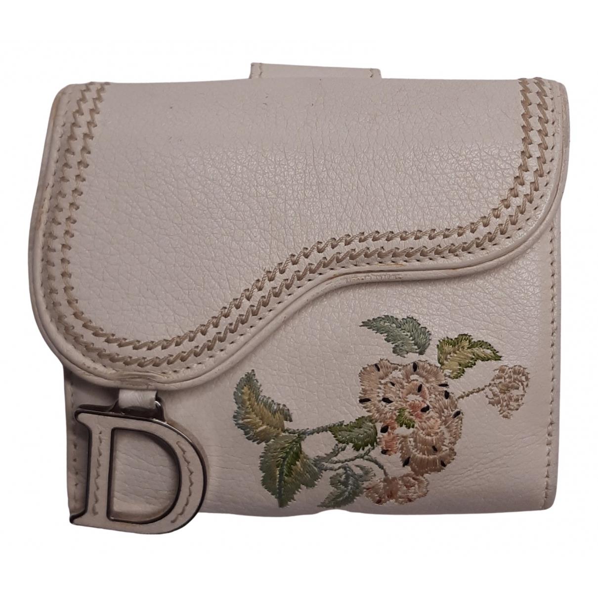 Dior Saddle Portemonnaie in  Ecru Leder