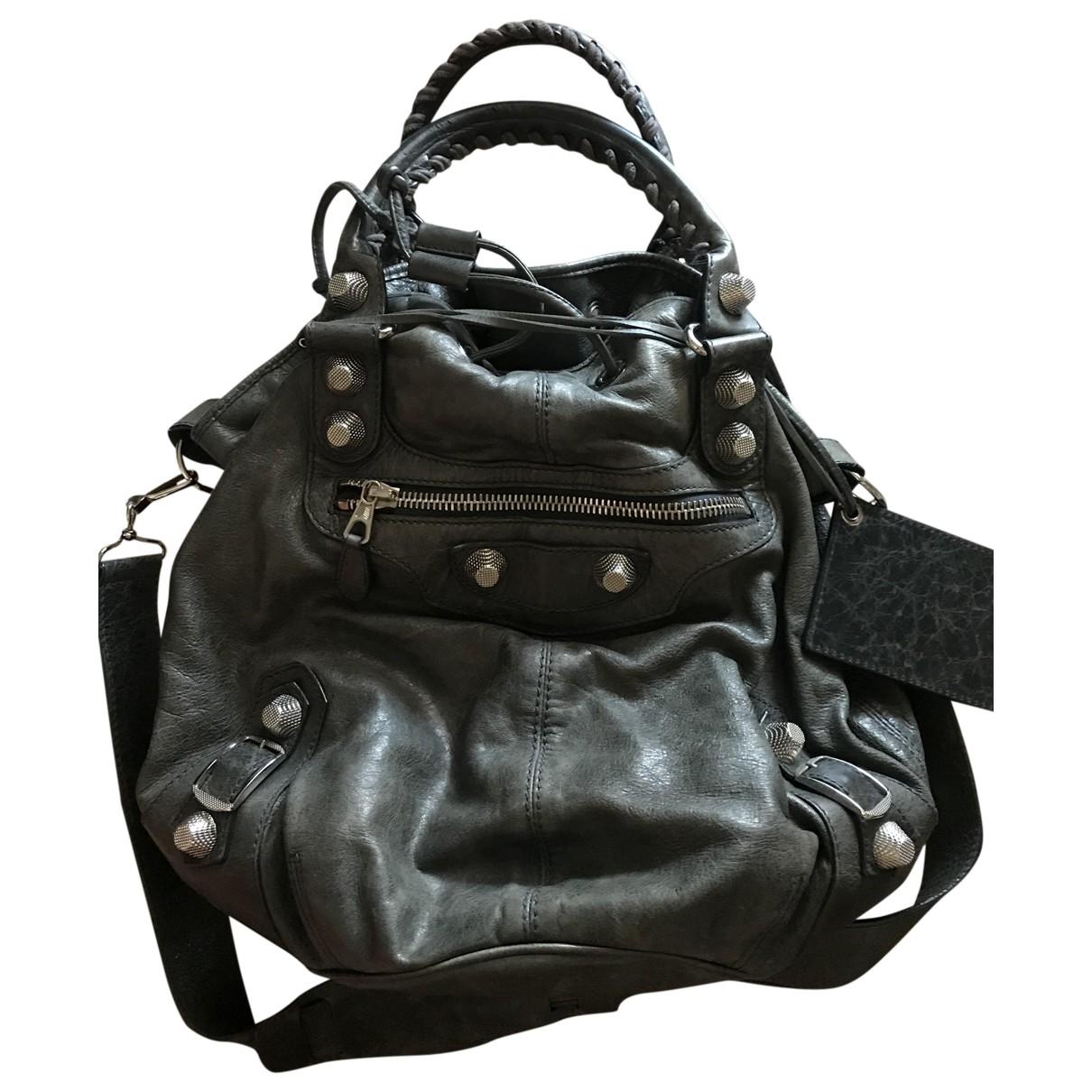 Balenciaga Pompon Handtasche in  Grau Leder