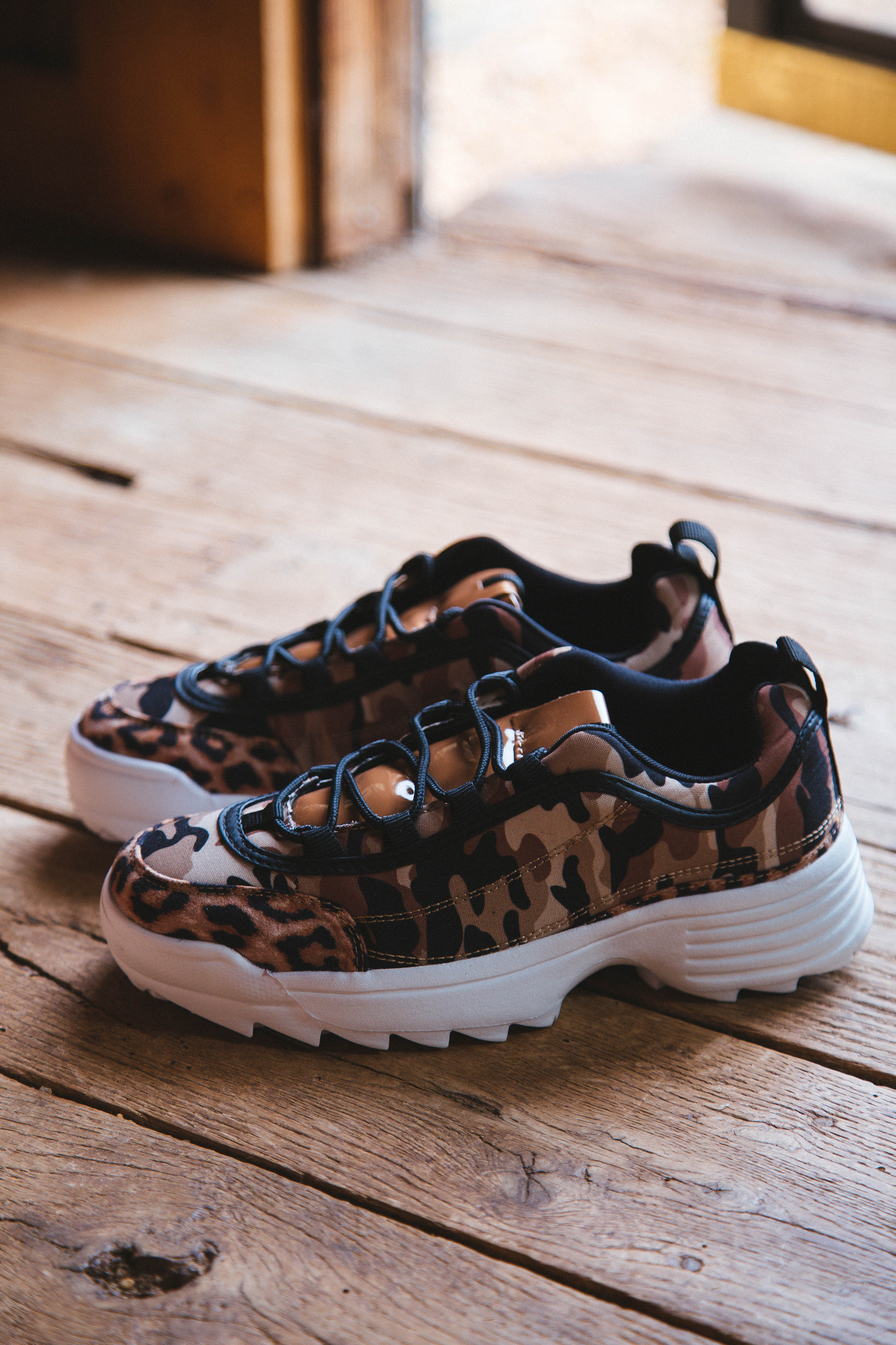 90's Baby Sneaky Camo Lace Up Sneaker Camel Camo