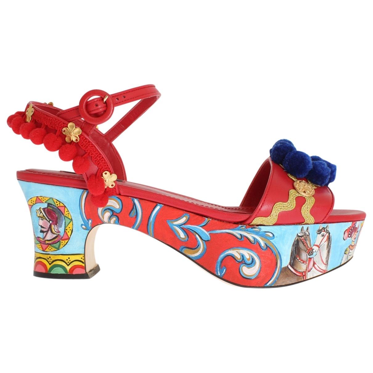 Dolce & Gabbana \N Sandalen in  Rot Leder