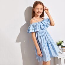 Schulterfreies Kleid mit mehrschichtigem Rueschenbesatz