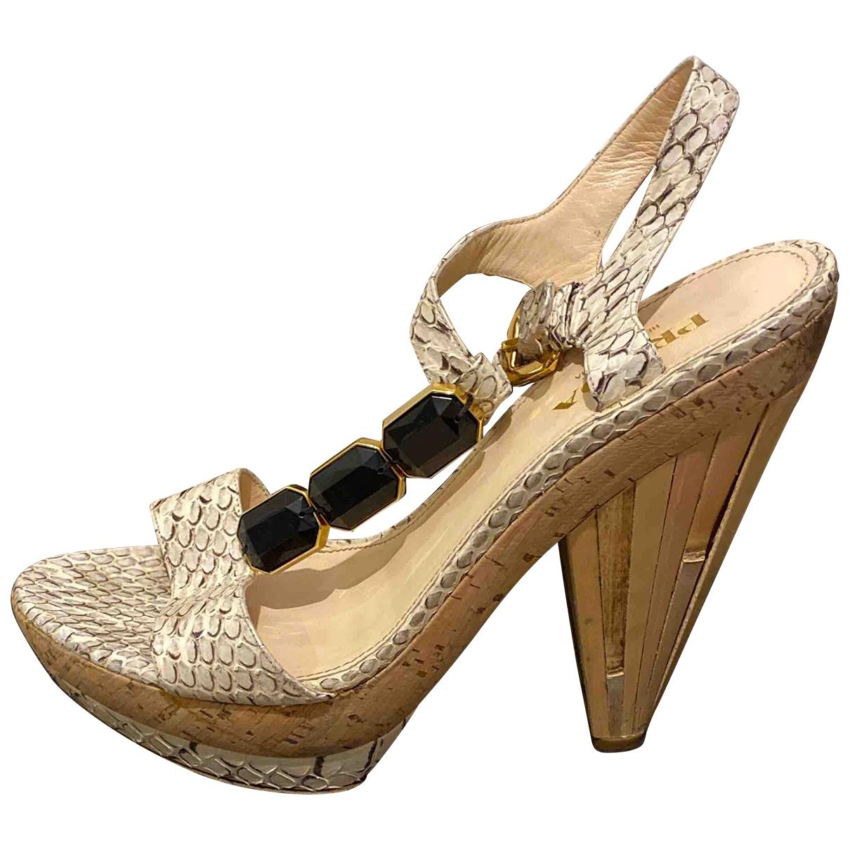 Sandalias romanas de Piton Prada