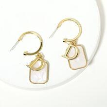 Ohrringe mit Buchstaben & Geo Design