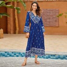 Kleid mit Stamm Muster und V-Ausschnitt vorn
