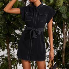 Kleid mit Kontrast Stich, Taschen Klappe und Guertel