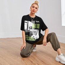Langelinie T-Shirt mit sehr tief angesetzter Schulterpartie, Buchstaben & Figur Grafik