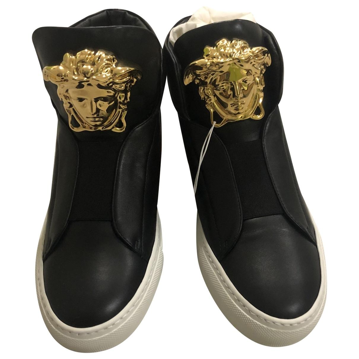Versace \N Sneakers in  Schwarz Leder