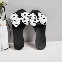 Zapatillas con lazo de lunares