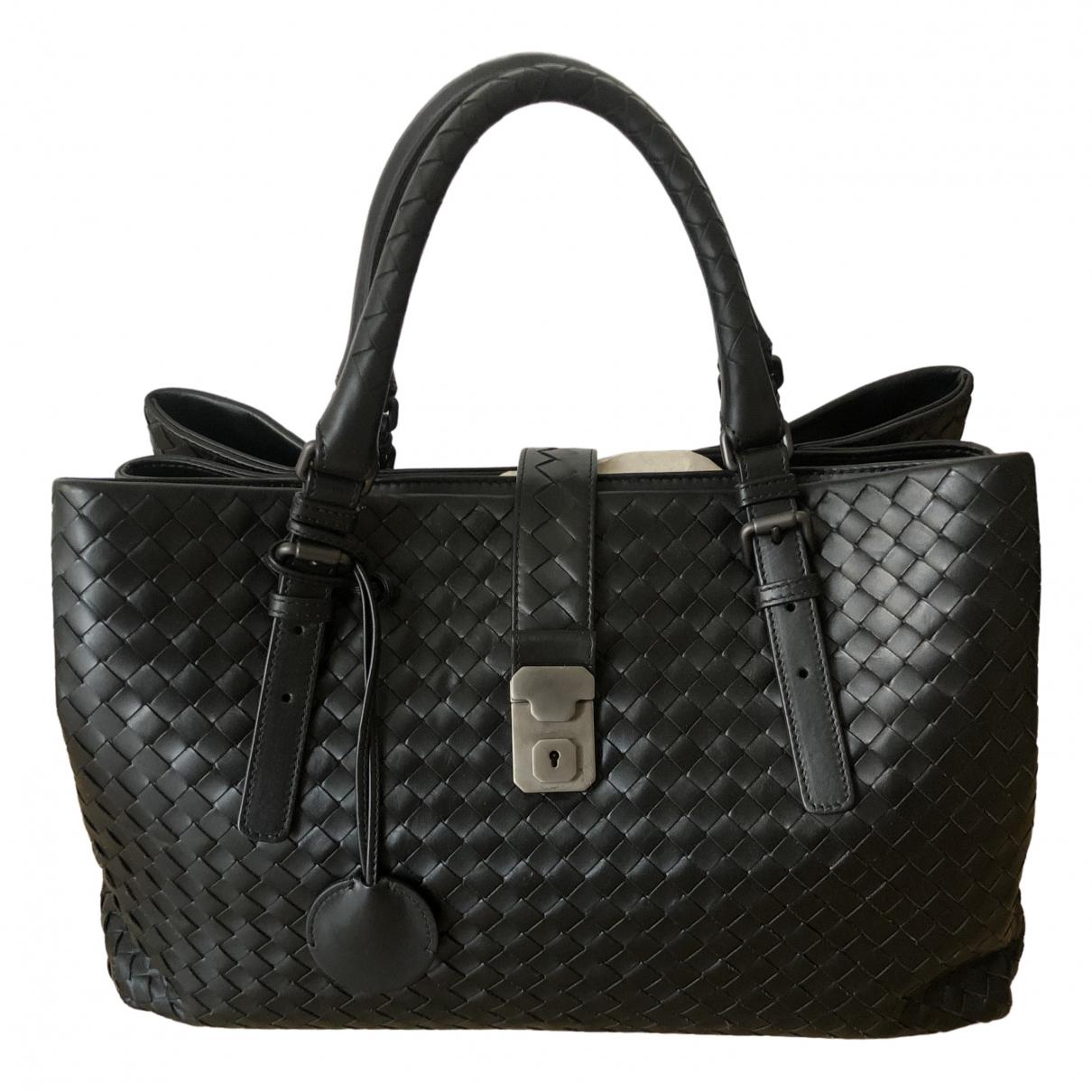 Bottega Veneta Roma Handtasche in  Schwarz Leder
