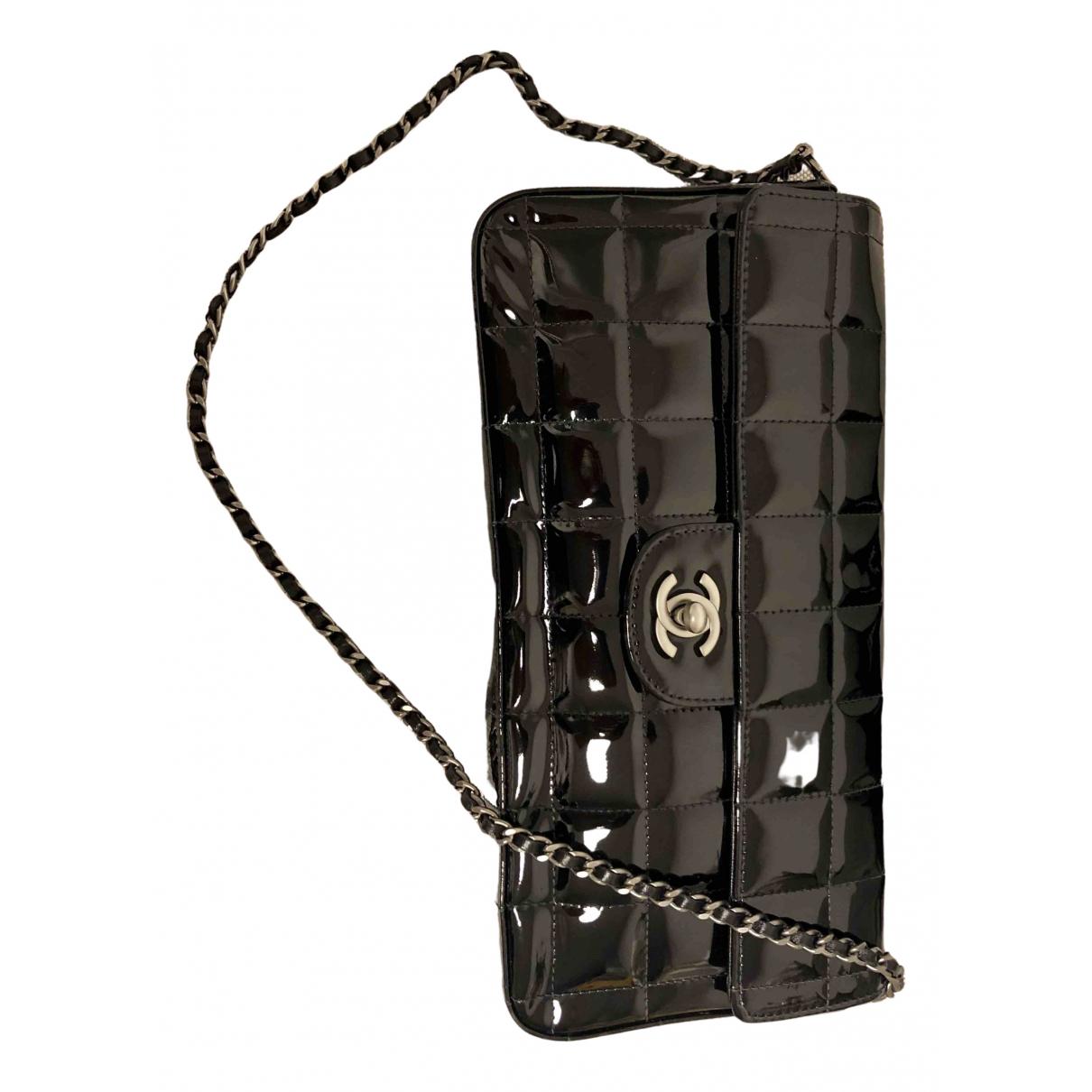 Chanel East West Chocolate Bar Handtasche in  Schwarz Lackleder