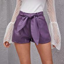 PU Leder Shorts mit schraegen Taschen und Guertel