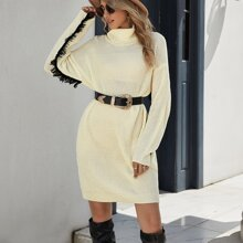 Pulloverkleid mit Rollkragen, Fransen, sehr tief angesetzter Schulterpartie ohne Guertel