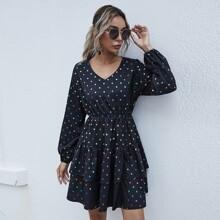 Kleid mit Punkten Muster und Rueschenbesatz