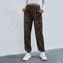 Jogginghose mit Leopard Muster und schraegen Taschen