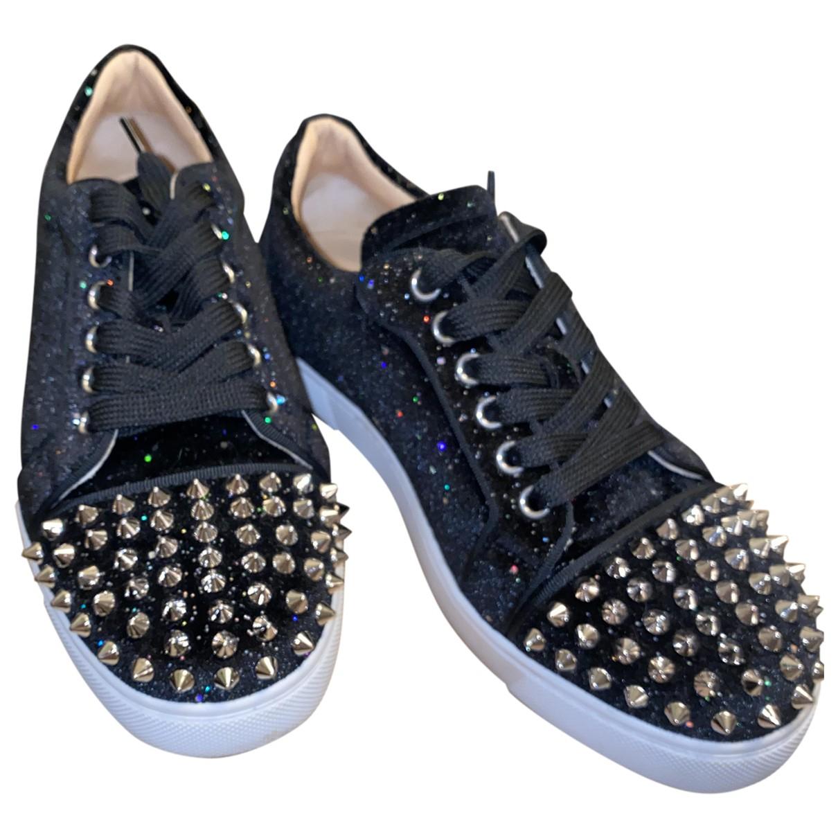 Christian Louboutin Lou Spikes Sneakers in  Schwarz Mit Pailletten