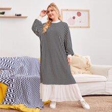 Kleid mit sehr tief angesetzter Schulterpartie, Laternenaermeln, Schosschen am Saum und Hahnentritt Muster