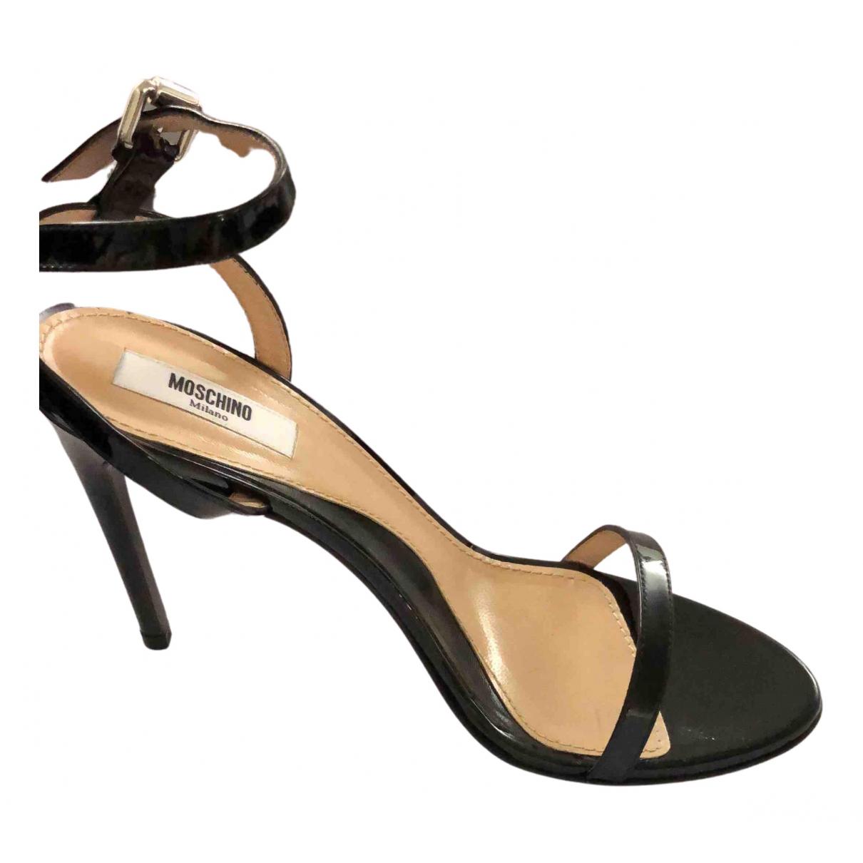 Moschino \N Sandalen in  Schwarz Lackleder