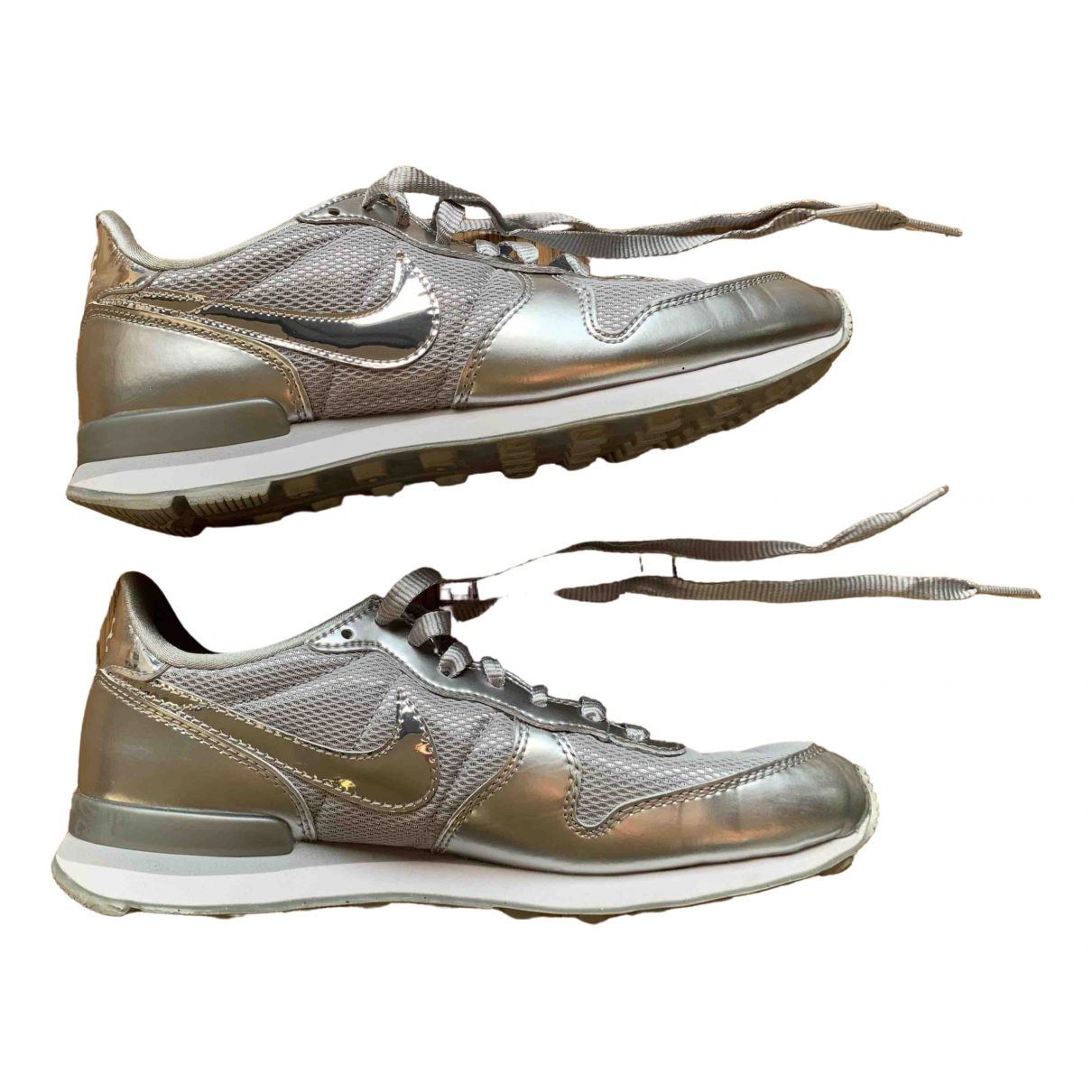 Nike Internationalist Sneakers in  Silber Leinen