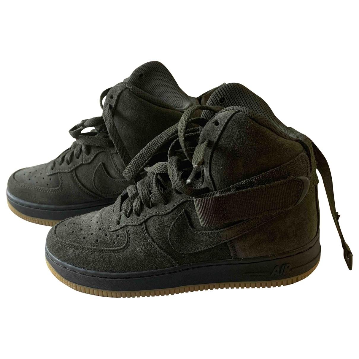 Nike - Baskets Air Force 1 pour femme en suede - kaki