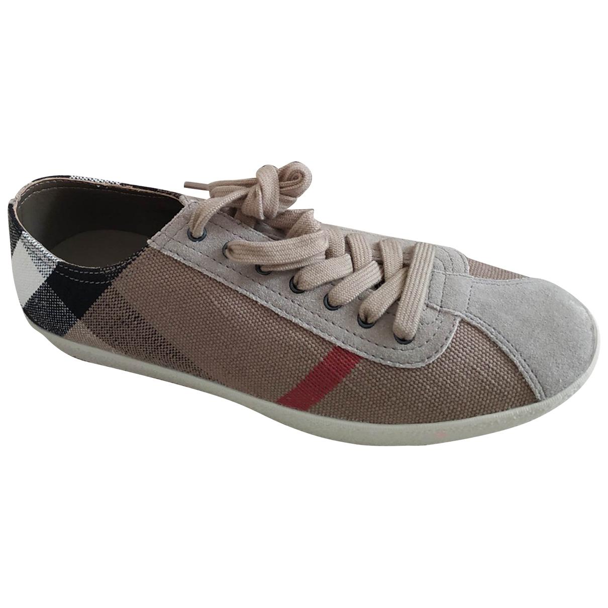Burberry \N Sneakers in  Kamel Leinen