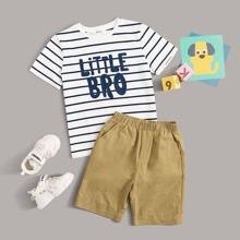 Conjunto de niños camiseta con estampado de rayas y letra con shorts
