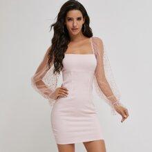 Figurbetontes Kleid mit Netzstoffaermeln