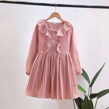 Kleid mit Punkten Muster, Rueschenbesatz und Falten