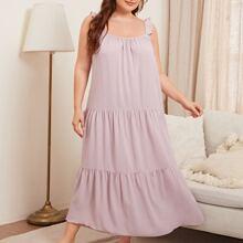 Einfarbiges Nachtkleid mit Rueschen und Riemen