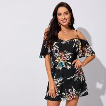 Schulterfreies Kleid mit Rueschen auf Manschetten und Blumen Muster