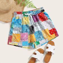 Shorts con estampado de retazo y paisley