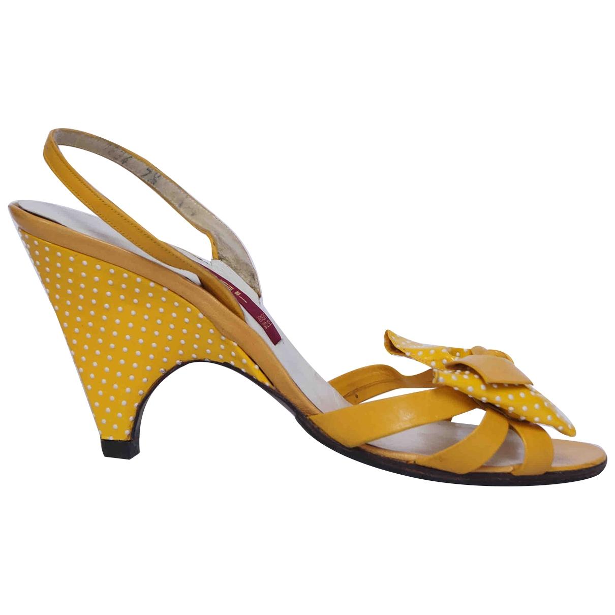 Carel - Sandales   pour femme en cuir - jaune