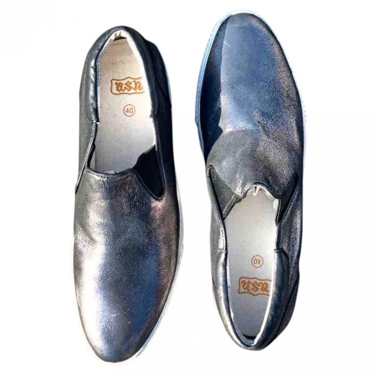 Ash \N Sneakers in  Metallic Kautschuk