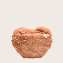 Bolso bandolera con pelo sintetico en forma de corazon