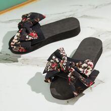 Sliders mit Blumen Muster und Schleife Dekor