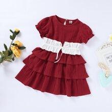 Kleinkind Maedchen Kleid mit Kontrast Einsatz und mehrschichtiger Raffung