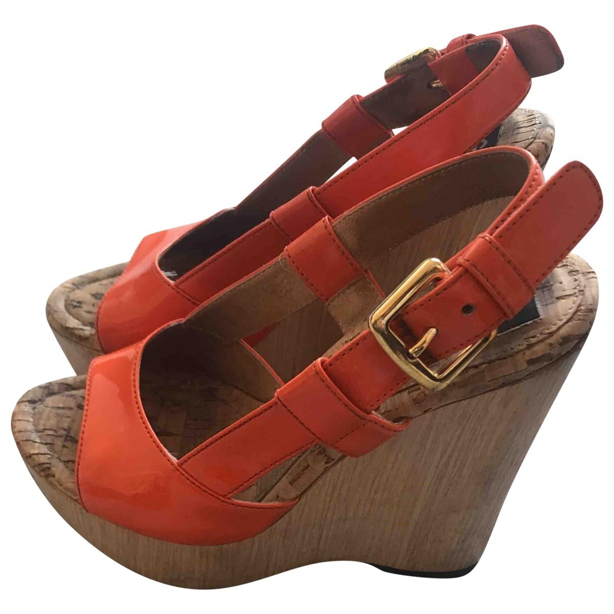 Dolce & Gabbana \N Orange Patent leather Sandals for Women 35 EU