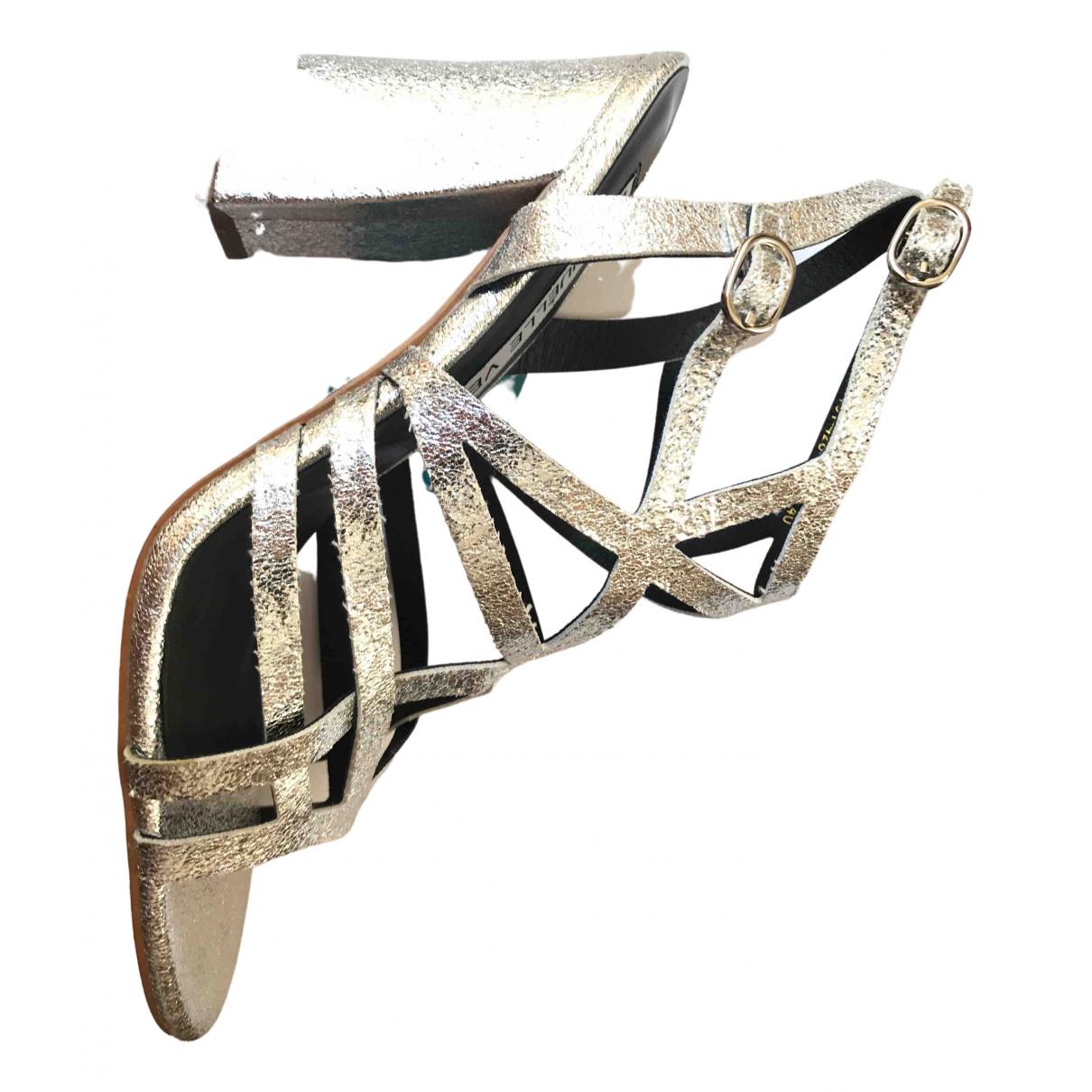 Non Signe / Unsigned \N Sandalen in  Silber Leder
