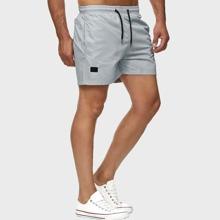 Track Shorts mit Kordelzug um die Taille und schraegen Taschen