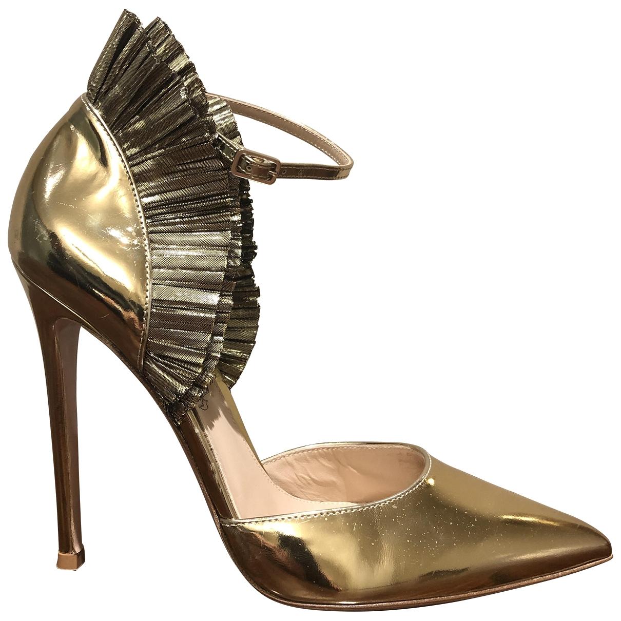 Gianvito Rossi - Escarpins   pour femme en cuir verni - dore
