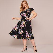 Ubergrosses A Linie Kleid mit Blumen Muster und Kreuzgurte #