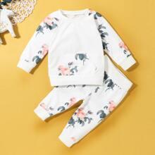 Pullover & Jogginghose mit Blumen Muster und Kaenguru Tasche