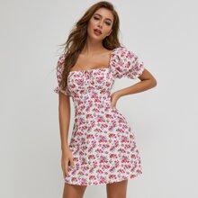 Schulterfreies Kleid mit Band vorn und Blumen Muster