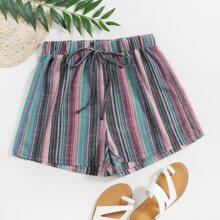 Shorts mit Band auf Taille und Streifen
