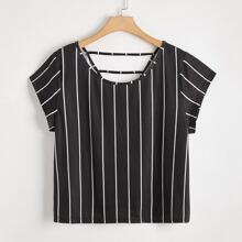 T-Shirt mit Streifen und Ausschnitt