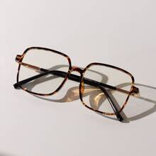 Brille mit tortoiseshellem Rahmen