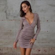 Double Crazy Figurbetontes Kleid mit tiefem Kragen, Ruesche und Reissverschluss hinten